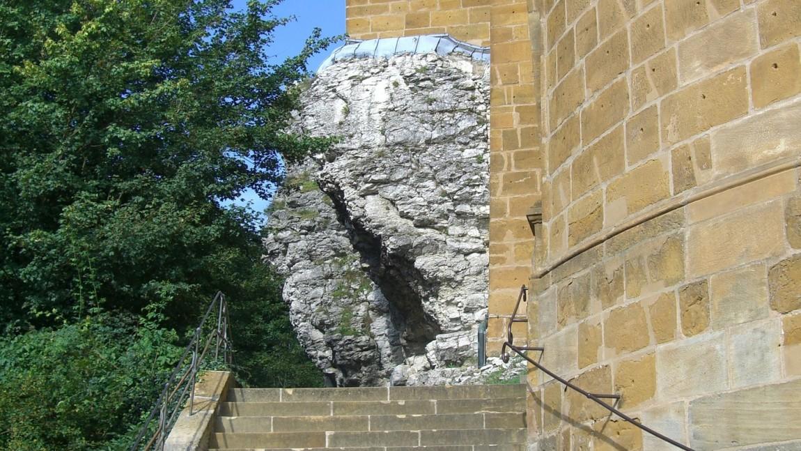 (Italiano) LEGALE – Chi deve risarcire per la caduta sulla scalinata di accesso al Duomo?
